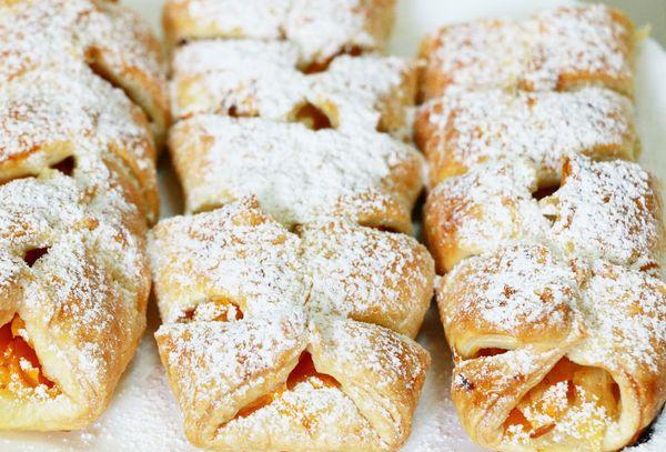 пирожки сладкие из слоёного теста
