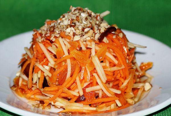 Тыквенно-свекольный салат с сухофруктами