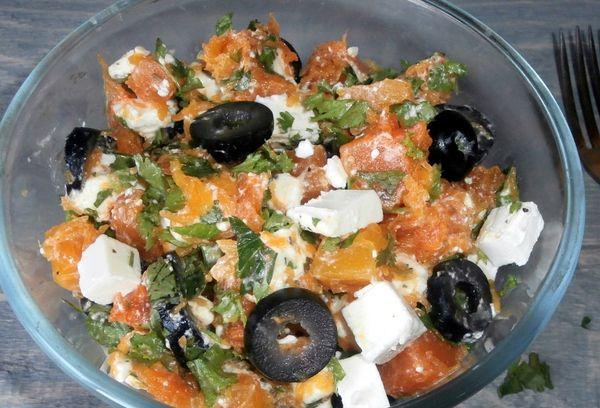 Тыквенный салат с маслинами и сыром