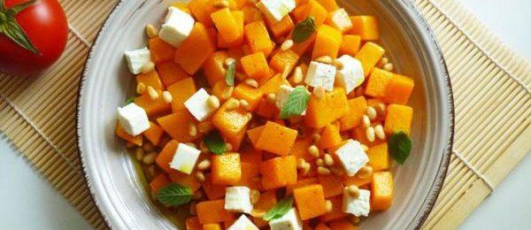 Салат с овощами и сыром