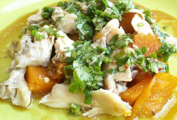 Тыквенный салат с куриными грудками и чесноком