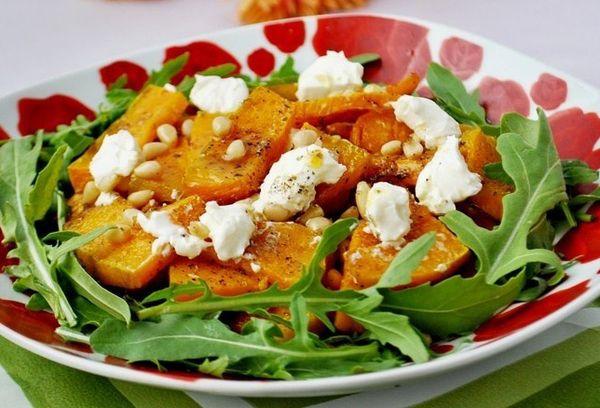 Салат с рукколой и мягким сыром