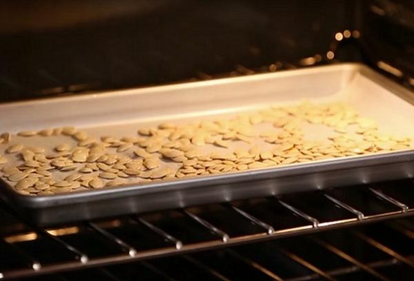 Приготовление тыквенных семечек в духовке